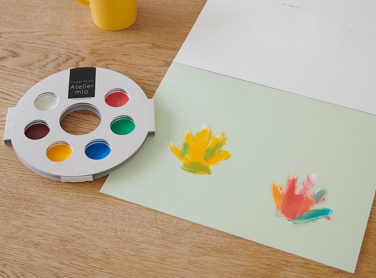 「なにを描いたの?」「なんでこの色なの?」など、お子さまとの掛け合いを楽しみながら好きなように描かせてください。その掛け合いを通して、自分で考えるクセを身につけられます。