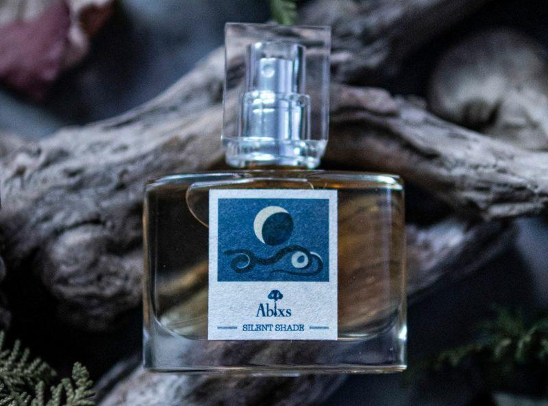 MOON EAU SILENT SHADE オーデトワレ/下弦の月の香り